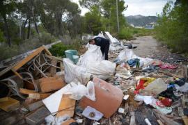 La plataforma Salvem Andratx  denuncia la acumulación de escombros en el Port