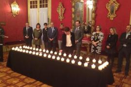 El Parlament rinde homenaje a las mujeres asesinadas por la violencia machista