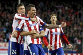 Un gran Atlético vuela a octavos con tres goles de Mandzukic