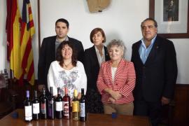 Santa Maria entrega el 'Brot de pi' a Pilar Carbonell, Alfonso Robledo y Toni Vich