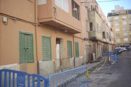Cort busca una solución para devolver a sus casas los propietarios de la calle Antoni Pons