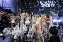 Los ángeles de Victoria's Secret desfilan en Londres