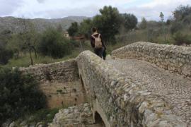 El entorno del Pont Romà pasará a ser municipal para evitar su urbanización