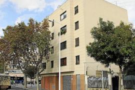 La policía irrumpe en un piso de Palma cuando un hombre apuñalaba a una mujer
