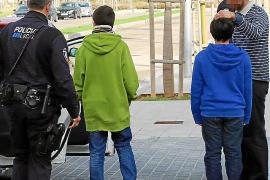 Un conductor atrapa a dos menores que tiraban objetos desde un puente del Portixol