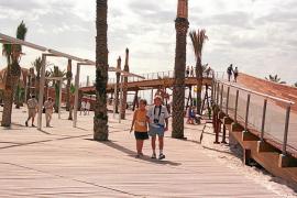 En 2015 se retirará el pavimento de madera del paseo marítimo de Alcúdia