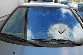 El nuevo apedreador de coches obliga a reabrir la investigación policial