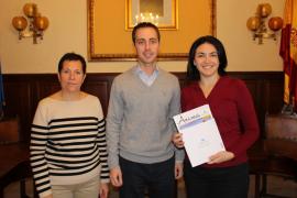 Santanyí firma un convenio con la Caixa para becar los comedores escolares