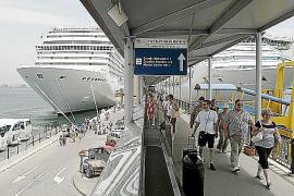 Los ingenieros navales idean una reordenación del puerto con menos obras