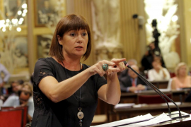 Armengol denuncia que el PP quiere dedicar fondos del Govern a la campaña electoral