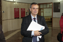 Orta asimila la compra de trenes a la adjudicación del Palma Arena