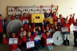 Cientos de escolares de Calvià participan en la carrera 'Recicla las pilas y a correr'