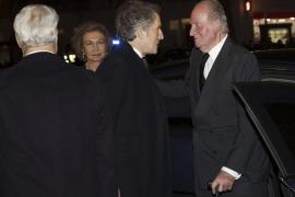 Don Juan Carlos y doña Sofía presiden el funeral por la duquesa de Alba en Madrid