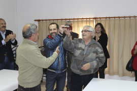 Los criadores del 'porc negre' reconocen al Ajuntament de Sineu su labor de promoción