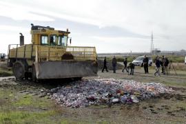 Inician la destrucción de 200.000 objetos de la venta ilegal en la Platja de Palma