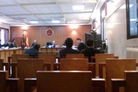 Un notario acusado de estafa afirma que fue engañado por un constructor