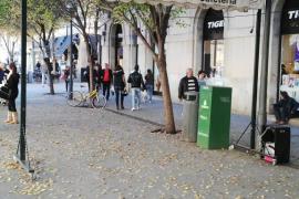 Toldos y objectos, ocupando la vía pública