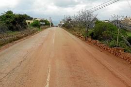 La Colònia de Sant Pere se llena de lodo cada vez que llueve