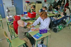 Hasta 63 niños enfermos reciben al profesor en casa o en el hospital