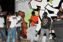 La policía identifica a más de 40 vendedores ambulantes en s'Arenal