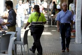 Controladores de la ORA atrapan a un ladrón que atacó a un anciano en Palma