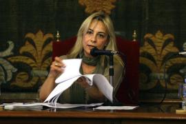 La alcaldesa de Alicante, doblemente imputada, dimite a través de Facebook