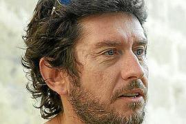 El núcleo inicial de Podemos impulsa al cineasta Alberto Jarabo como líder