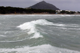 Un hombre muere ahogado en Muro tras volcar su embarcación