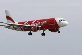 Desaparece un avión de AirAsia que volaba de Indonesia a Singapur con 162 personas