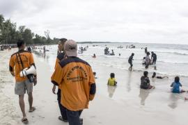 El avión de AirAsia desaparecido podría estar en «el fondo del mar»