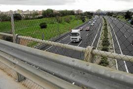 La Guardia Civil investiga nuevos lanzamientos de piedras en la autopista