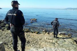 Un buceador encuentra una granada de mortero en la bahía de Palma