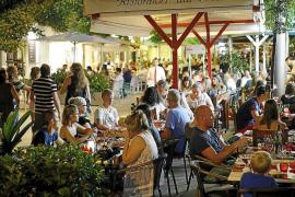 Los restauradores se unen contra el adelanto del cierre en Palma