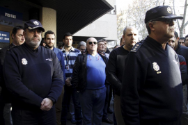 Minuto de silencio en Palma por el policía arrollado por un tren en Madrid