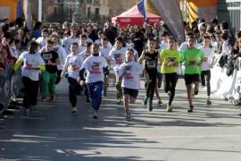 La sexta edición de la Carrera Infantil de Reyes vuelve a romper su récord de participantes, con más de 800 niños