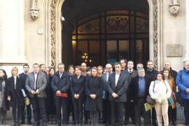 El Consell de Mallorca se concentra en repulsa por el atentado de París