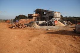 El GOB pide detener la construcción de un chalet en una zona protegida de Campos