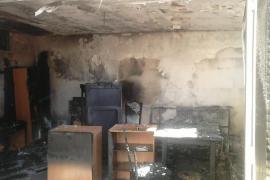 El incendio de una planta baja obliga a desalojar un edificio en Sa Coma