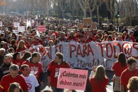 Afectados por Hepatitis C marchan a Moncloa al grito de «tratamiento para todos»