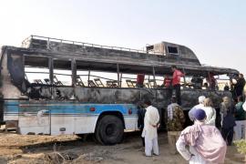 Mueren calcinadas 57 personas en un accidente de tráfico en Pakistán