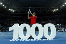 Federer se hace  milenario en Brisbane