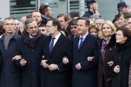 Familiares de las víctimas y líderes mundiales encabezan la masiva marcha