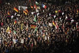 Miles de alemanes salen a la calle contra el movimiento islamófobo de Pegida