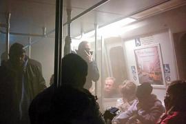 Muere una persona tras llenarse de humo un túnel de metro en Washington