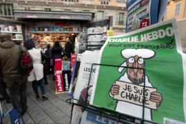 """Los más de 700.000 ejemplares de """"Charlie Hebdo"""", agotados en los quioscos franceses"""