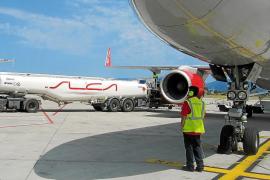 Fomento pide a las aerolíneas que repercutan la bajada del petróleo