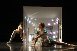 Una onírica 'Alicia en el país de las maravillas' baila en el Principal