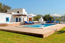 Eivissa legaliza más de  1.500 casas vacacionales
