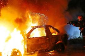 Un incendio intencionado destruye un todoterreno cerca de Son Ferriol