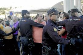 El control de taxis pirata y autocares en el aeropuerto se incrementa en un 58 %
